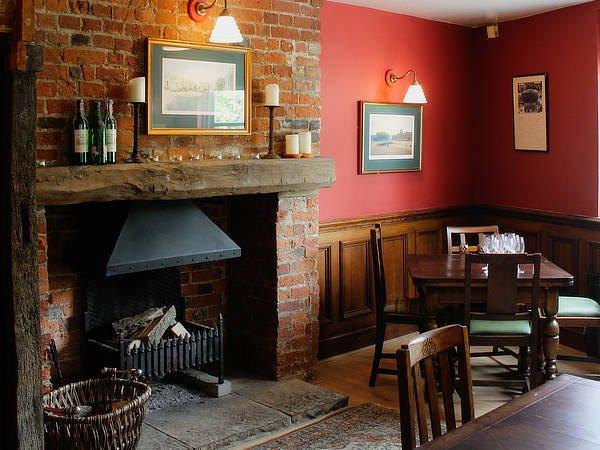 george inn bar area3